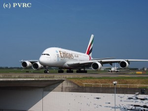 800px-A6-EEC_Emirates_Airbus_A380-861_-_cn_110_at_Schiphol_(Amsterdam_Airport)_pic0711.JPG