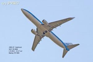 Vliegtuig gaat straks op kilometer hoogte voorbij