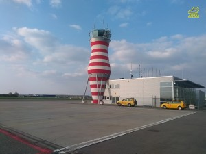 1024px-Lelystad_Airport_control_tower.jpg